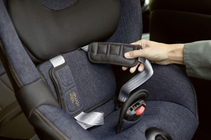 Difference Between Dualfix i-Size, M i-Size, 2R - all have Neoprene Chest Pads on the Dualfix M i-Size Car Seat