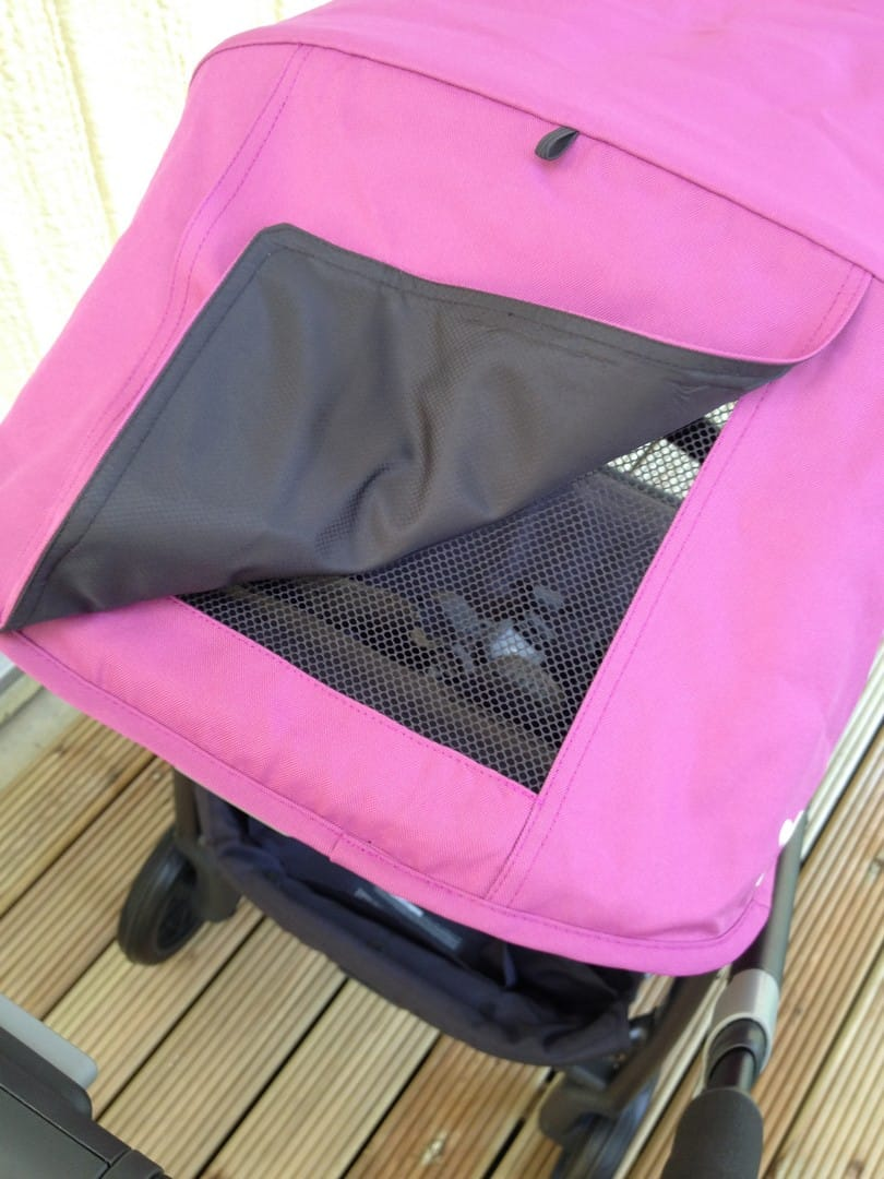 UPPAbaby Cruz 2015 Sun Mesh peek-a-boo window and magnetic closure