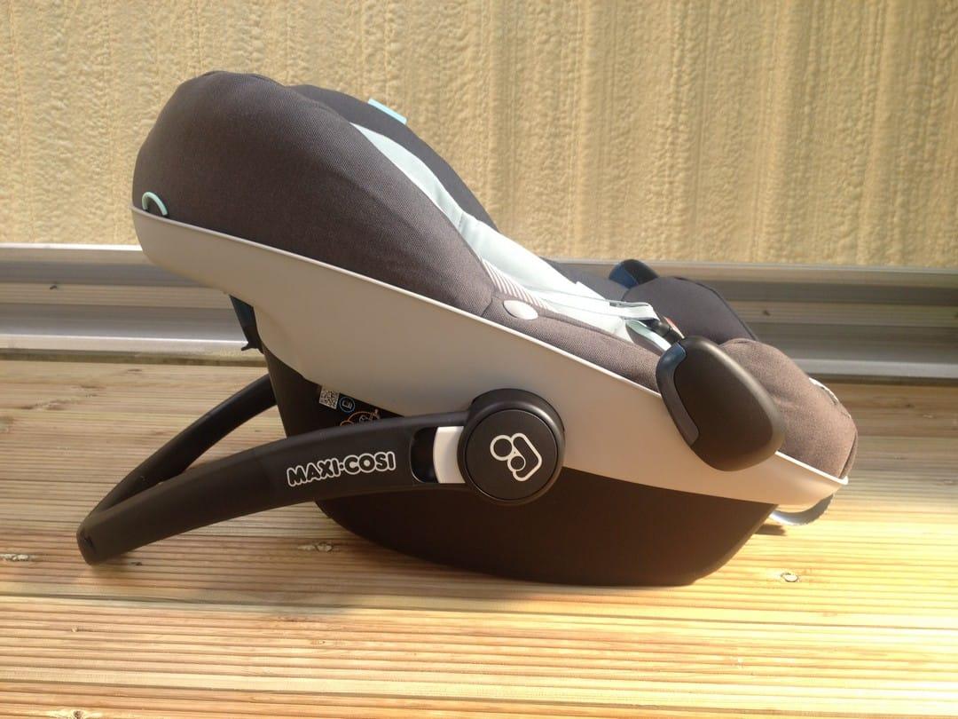 Maxi-Cosi Pebble Plus Car Seat with Handle in Feeding mode