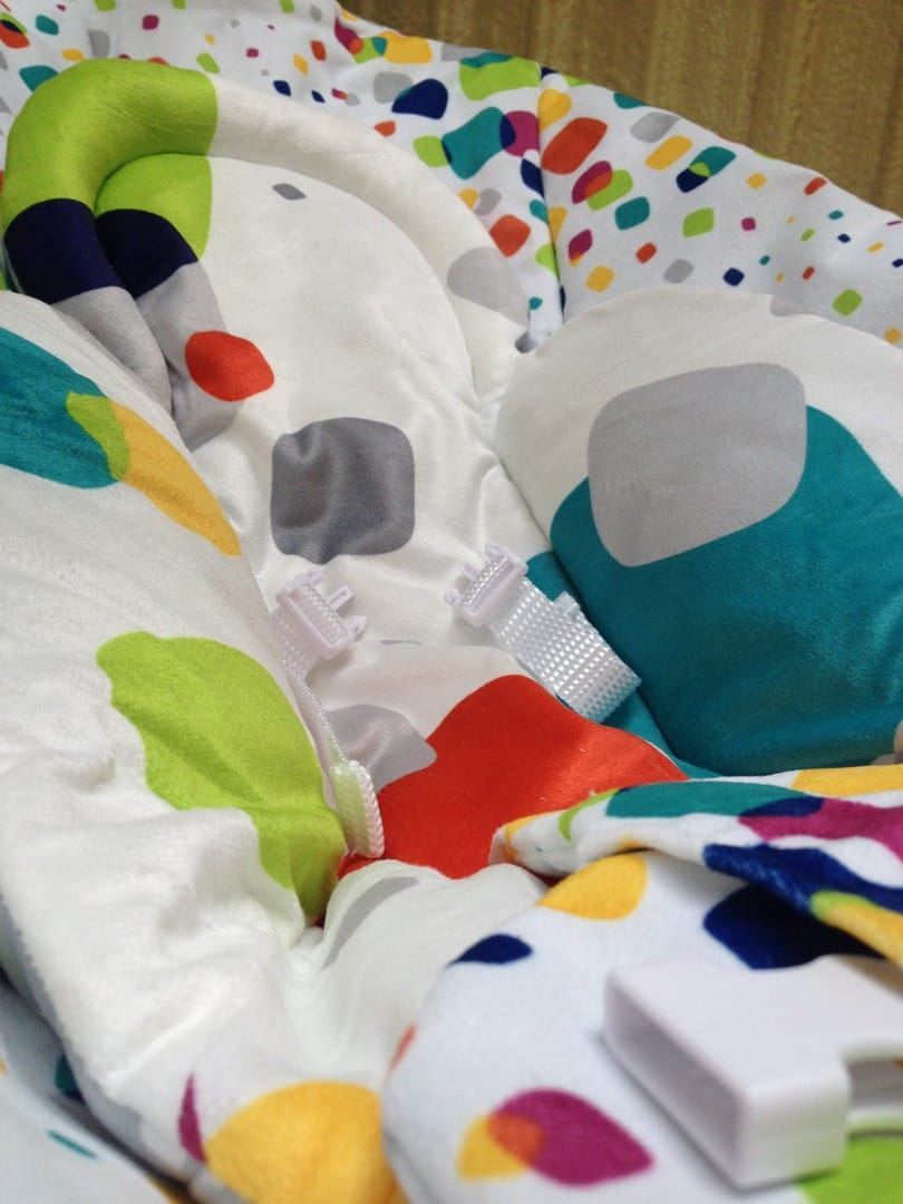 4moms rockaRoo with newborn inlay