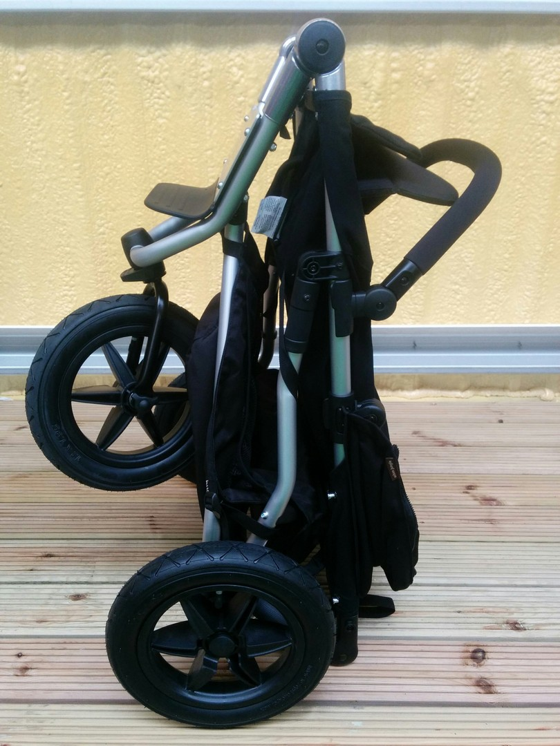 Freestanding fold of the Mountain Buggy Urban Jungle Pushchair