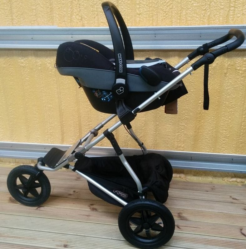 Maxi-Cosi Pebble Car Seat on Mountain Buggy Urban Jungle Pushchair