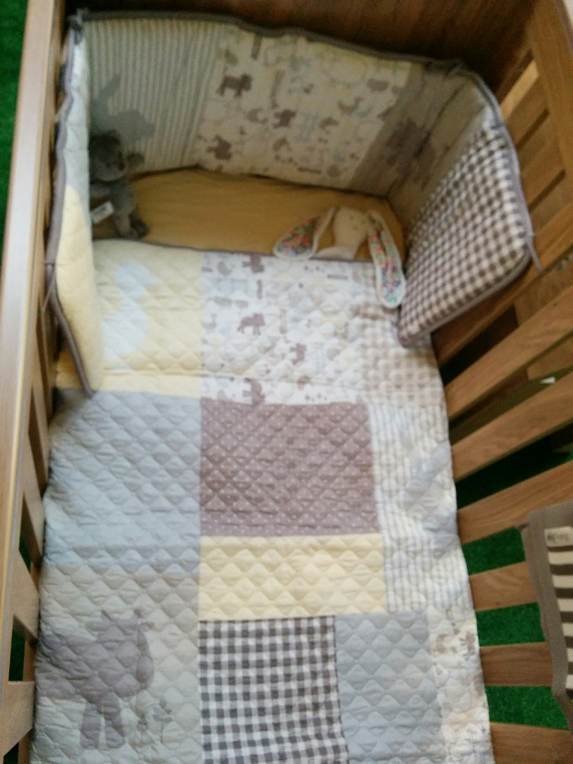 abyStyle Bordeaux Cot Bed with Bedding Bale