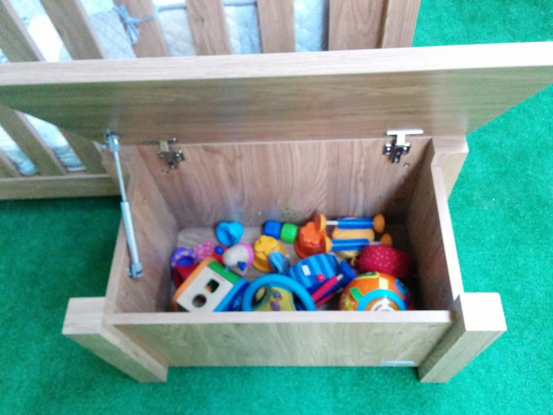 BabyStyle Bordeaux Toy Box