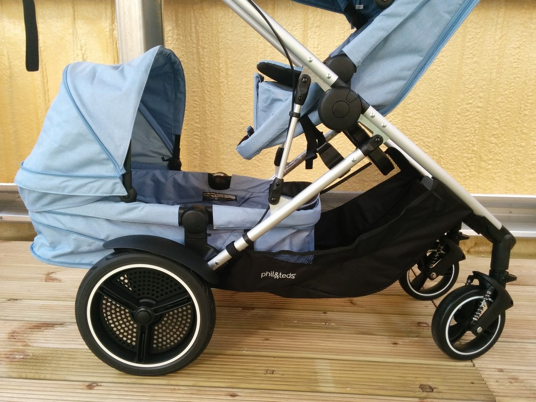Phil & Teds Voyager Double Kit in bassinet mode