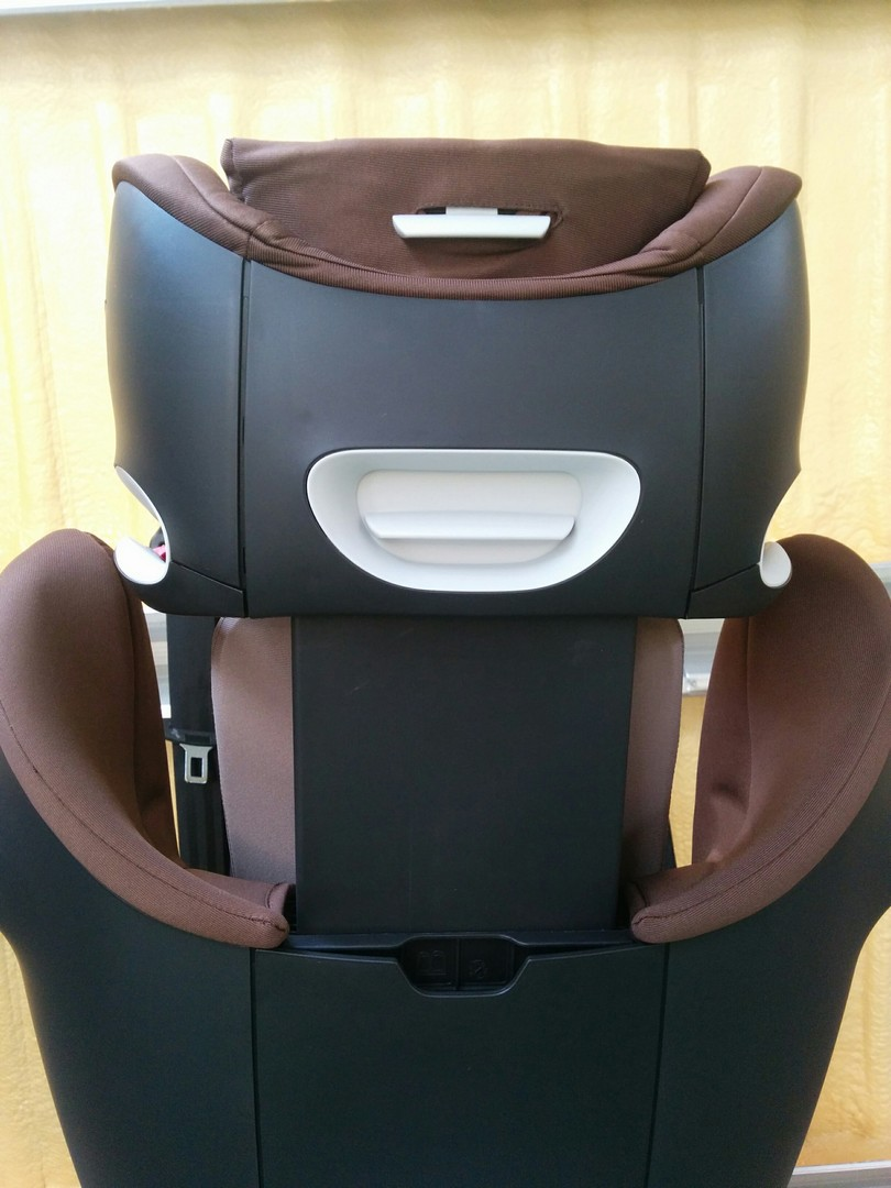 Cybex Pallas M-Fix Car Seat Handles to adjust headrest and recline