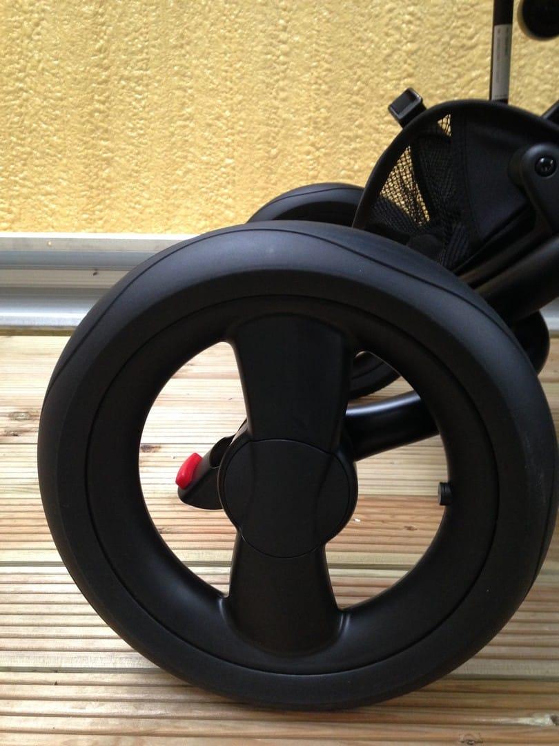 Rear wheels of the Britax Affinity 2 Pushchair