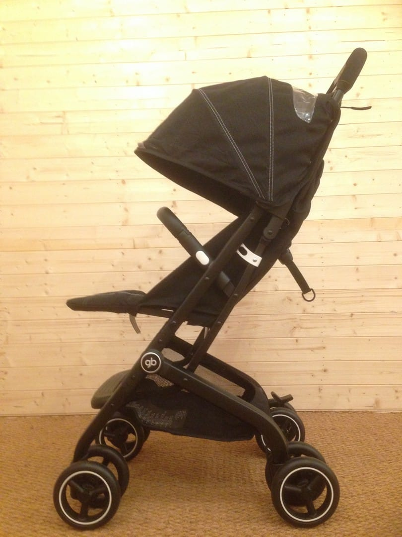 GB Qbit Pushchair with footrest up