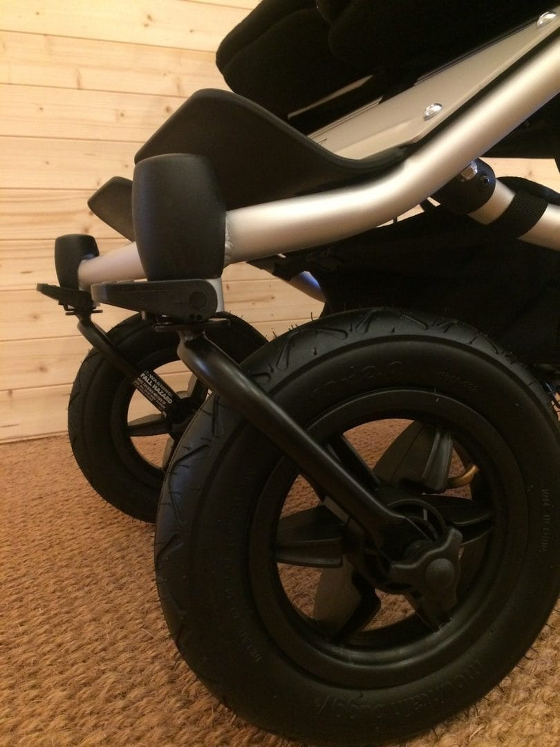 Mountain Buggy Duet V3.0 Pushchair – Lockable Front swivel wheels