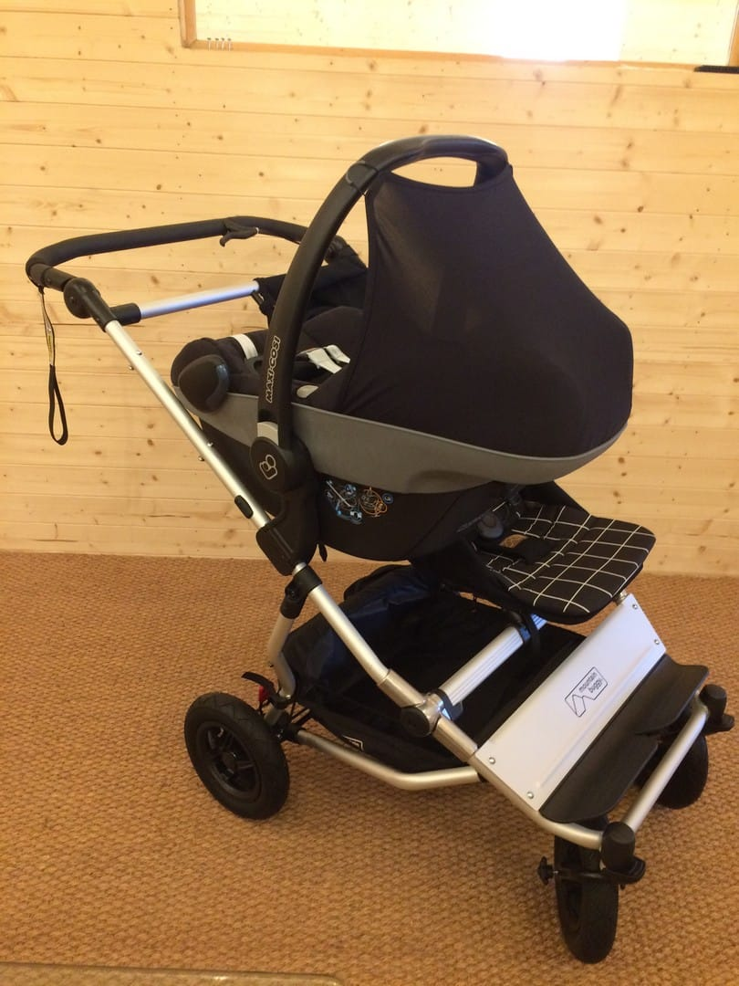 Mountain Buggy Duet V3.0 Pushchair with Maxi-Cosi Pebble Car Seat and Mountain Buggy Clip 23 Car Seat Adaptor