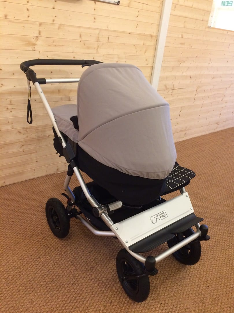 Mountain Buggy Duet V3.0 with Mountain Buggy Carrycot Plus for Duet v3.0
