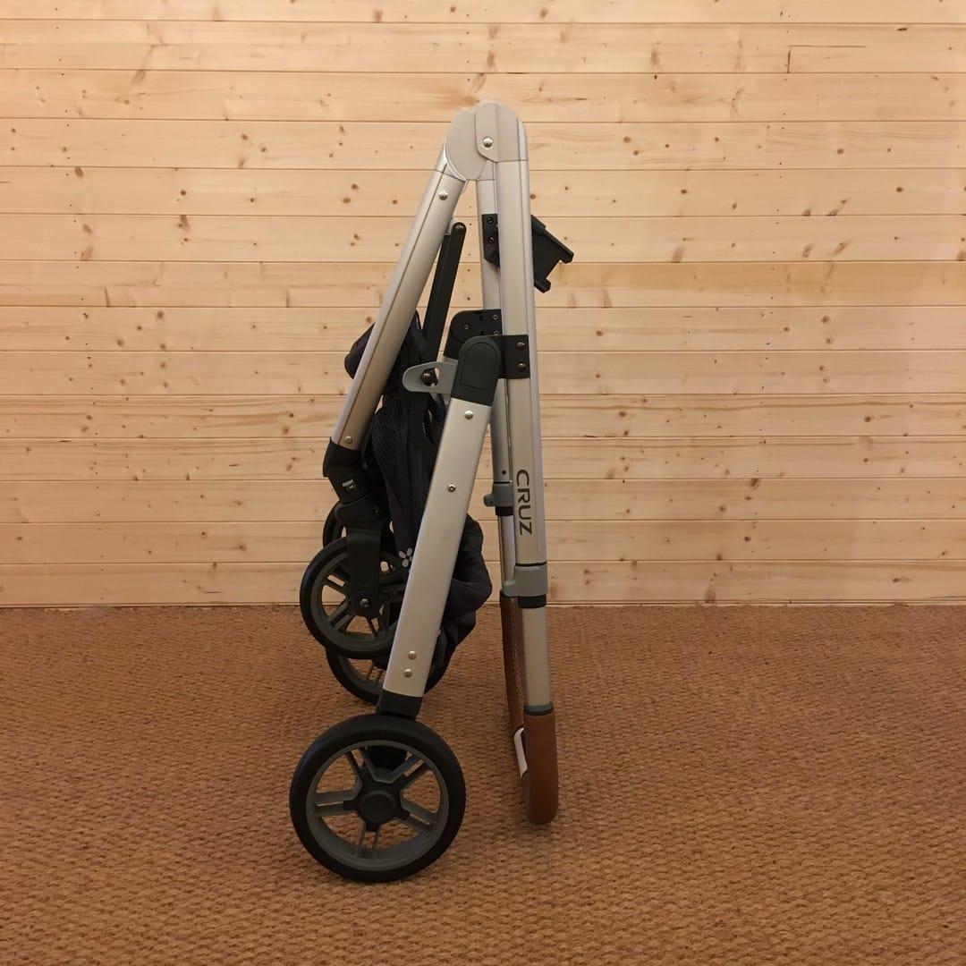 UPPAbaby Cruz - folded chassis