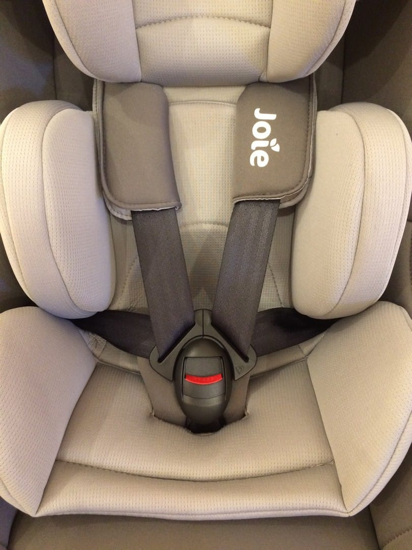 5-point harness of the Joie Spin 360 Car Seat