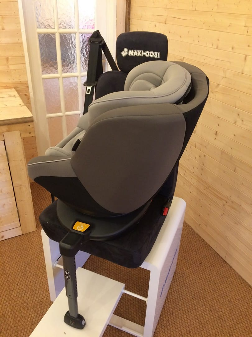 Car Seat rotated to the face the car door - Joie Spin 360 Car Seat