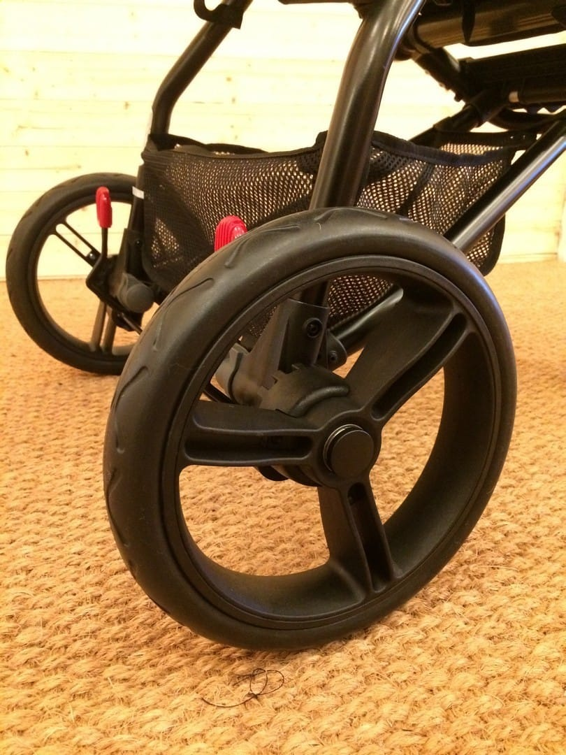Rear wheels of the Mountain Buggy Mini and parking brake
