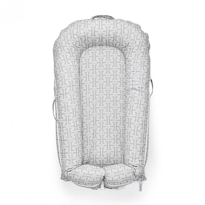 Deluxe Plus Baby Pod, 0-8 Months - Speciality Prints - Signature Grey